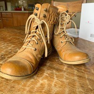 AMERICAN RAG TAN CUTOUT COMBAT BOOTS